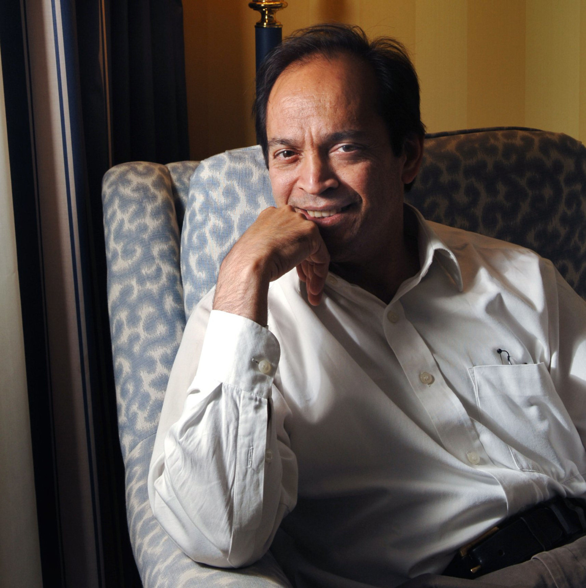 vikram seth Vikram seth cbe (born 20 june 1952) is an indian novelist and poethe has written several novels and poetry books he has received several awards including padma shri, sahitya academy award, pravasi bharatiya samman, wh smith literary award and crossword book awardseth's collections of poetry such as mappings and beastly tales are notable.
