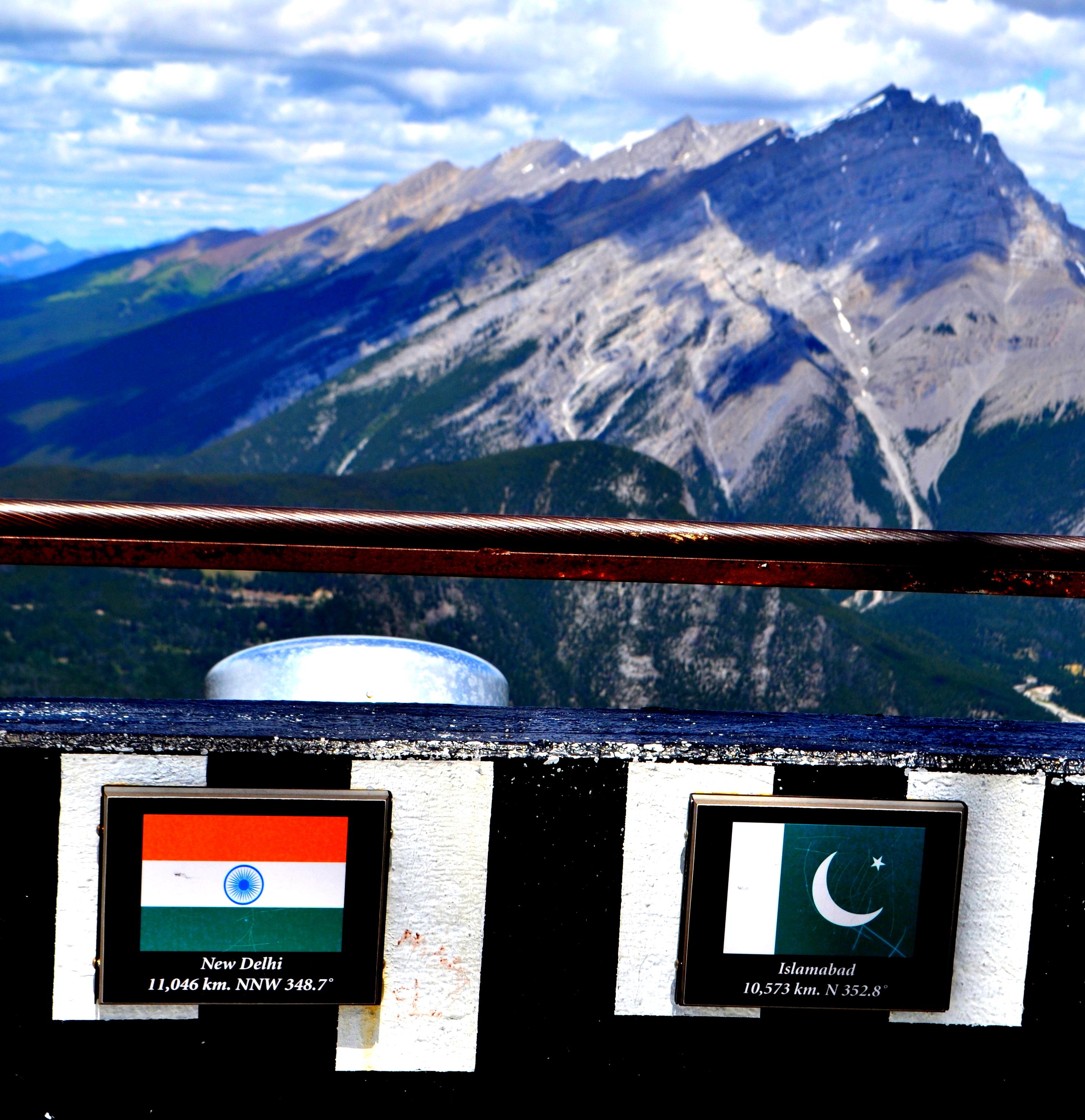 """'भाकरिया डुंगरिया रे, थारे-म्हारे बीच मै'...""""जीरो लाइन एक पाक-भारत प्रेम कहानी"""", भाग २। तस्वीर: सचिन जैन।"""