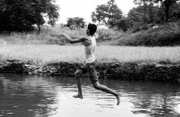 'वापसी' (१/२) | तस्वीर: क्लेस्टन डीकोस्टा | सौजन्य: क्यूग्राफी |