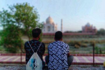 men and taj mahal